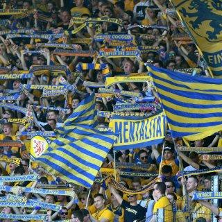 Tausende Eintracht-Fans halten dem BTSV trotz Abstieg die Treue (Archivbild).