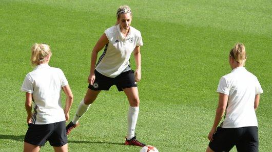 Nationalspielerin Lena Goeßling beim Training (Archivbild).