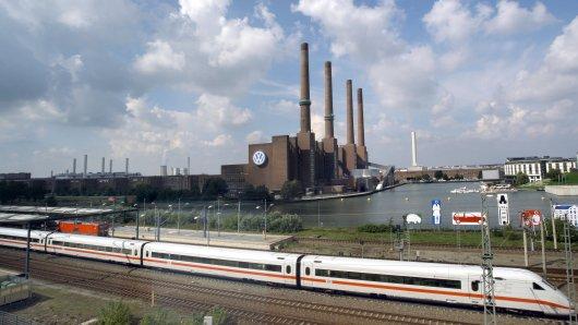 Der ICE ab Wolfsburg in Richtung Hannover fährt über Braunschweig (Archivbild).