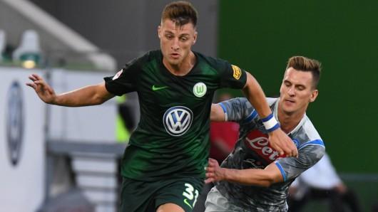 Robin Knoche und der VfL Wolfsburg möchten im Saarland in die nächste Pokal-Runde einziehen (Archivbild).
