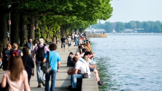 Zur Zeit geht es nur am Ufer des Maschsees in Hannover voran. Auf dem Wasser darf kein Schiff fahren.