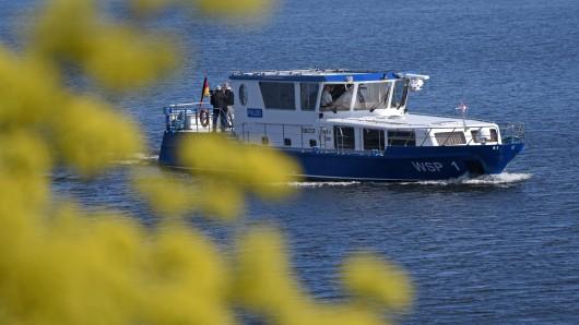 Ein Boot der Wasserschutzpolizei ist unterwegs (Archivbild).