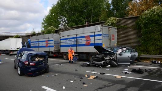 Unfall am Stau-Ende zwischen Watenbüttel und Peine-Ost.