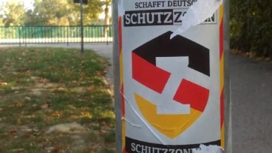 Diese Aufkleber hingen im Stadtpark Salzgitter.