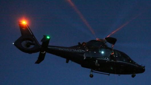 Ein Polizei-Hubschrauber hat am Sonntagmorgen nach dem 16-Jährigen gesucht (Symbolbild).