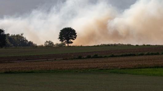 Auf einem Testgelände der Bundeswehrstehen seit dem 4. September fünf Hektar Moorland inBrand.