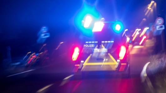 Nach einer Polizeikontrolle in Celle wollte ein Autofahrer flüchten. Er kam nicht weit.