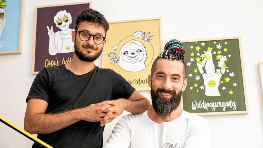 Der Inhaber der Hanfbar, Marcel Kaine (links), und sein Geschäftspartner Bardia Hatefi fühlen sich zu Unrecht kriminalisiert. Ihre Produkte bestünden ausschließlich aus Nutzhanf.