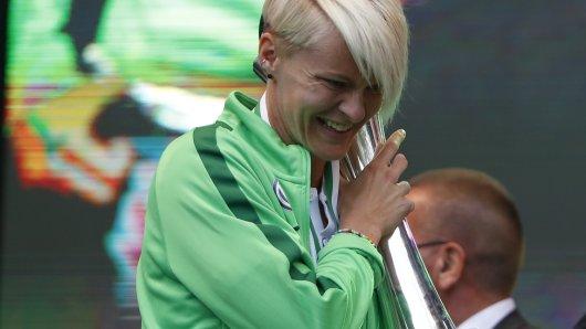 Nilla Fischer kennt sich inzwischen gut mit Pokalen aus (Archivbild).