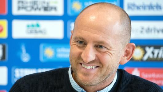 Torsten Lieberknecht, neuer Trainer des Zweitligisten MSV Duisburg, beantwortet Fragen von Journalisten.