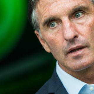 VfL-Trainer Bruno Labbadia geduldet sich (Archivbild).