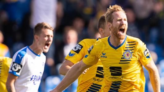 Jonas Thorsen bringt die Eintracht früh in Führung.