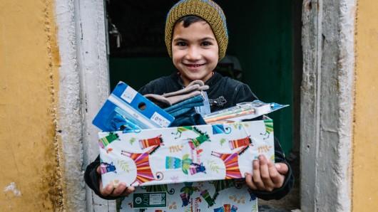 Für viele Kinder ist Weihnachten im Schuhkarton das erste Geschenk ihres Lebens (Archivbild).