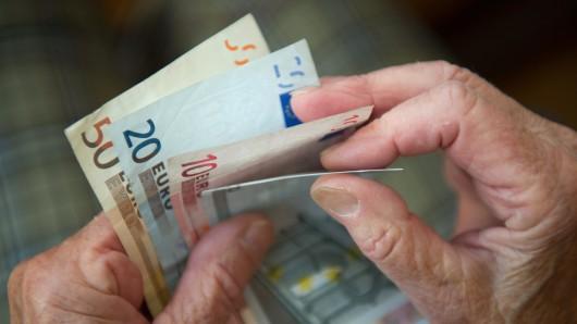Der Senior wollte Geld spenden und wurde reingelegt (Symbolbild).