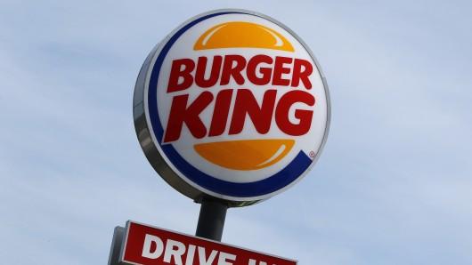 Zwei Männer drohten in einer Burger-King-Fililale mit einer Bombe (Symbolbild).