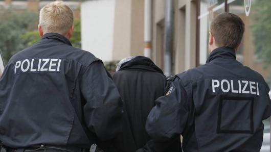 Der Mann wurde bereits mit einem internationalen Haftbefehl gesucht. (Symbolbild)