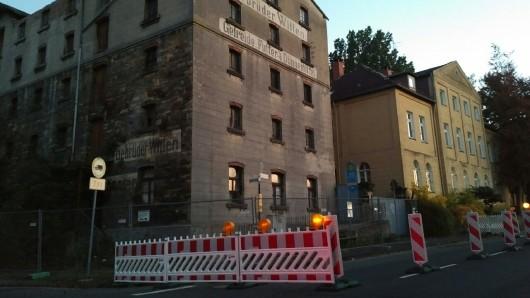 Halbseitig gesperrt ist die Roßstraße schon seit Wochen.