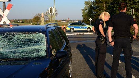 Die Scheibe ist stark beschädigt - dem Fahrer ist aber augenscheinlich nichts passiert.