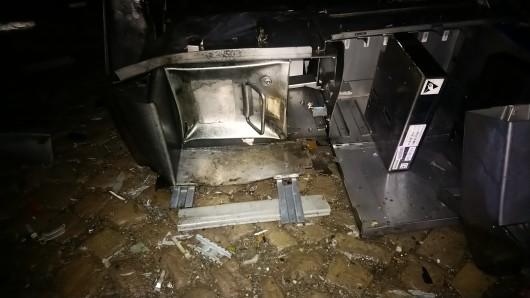 Auf sachdienliche Hinweise zur Sprengung des Fahrscheinautomaten oder den Tätern hofft das Polizeirevier Harz in Halberstadt (Telefon 03941/674293).