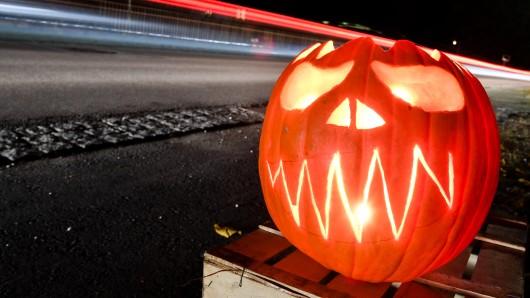 Die Polizei warnt Halloween-Begeisterte vor Straftaten (Symbolbild).