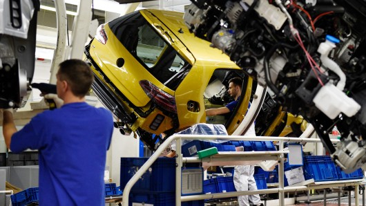 Laut Siegel gab es ständig neue Probleme bei der Elektronik des neuen VW Golf 8 (Archivbild).