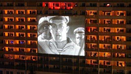 Vor ein paar Jahren gab es  in Dresden eine Hochhaussinfonie zum Film Panzerkreuzer Potemkin.