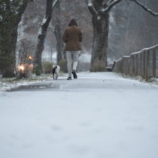 Am Wochenende kann es stellenweise schneien. (Archivbild)