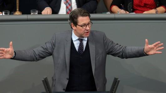 Bundesverkehrsminister AndreasScheuer(CSU) hat VW-Chef Herbert Diess kritisiert. (Archivbild)