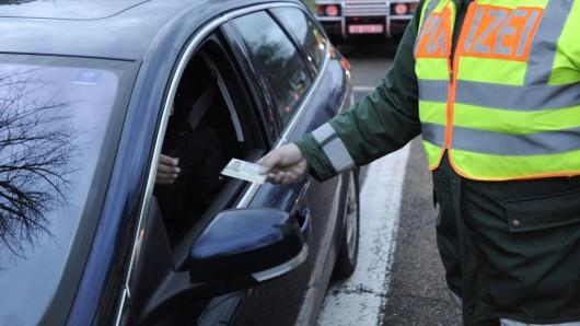 Bei Kontrollen in Wolfsburg am Dienstagabend landete die Polizei zwei Volltreffer. (Symbolbild)