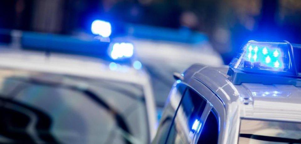 Die Polizei aus Hessen hat einen Verdächtigen aus Niedersachsen bis nach Thüringen verfolgt. Auf der A38 kam es zu einem Unfall. (Symbolfoto)