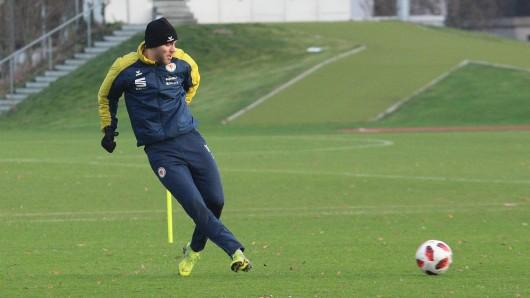 Christoffer Nyman stand am Donnerstag beim Trainingsauftakt auf dem Rasen.