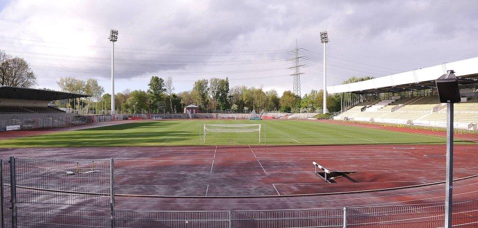Die SG Wattenscheid 09 trägt seit 1965 ihre Heimspiele im Wattenscheider Lohrheidestadion aus.
