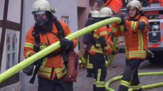 Die Einsatzkräfte mussten am Mittwoch nicht nur ein Feuer löschen, sondern sich auch mit uneinsichtigen Mitbürgern auseinander setzen.