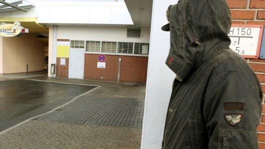 In Wolfsburg hat ein Mann Schulkindern aufgelauert und exhibitionistische Handlungen an sich vorgenommen, berichtet die Polizei am Freitag (Symbolbild).