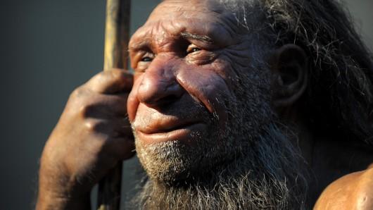 Nein, das ist kein britischer Athlet, sondern die Nachbildung eines älteren Neandertalers. Sie steht im Neanderthal-Museum in Mettmann (Nordrhein-Westfalen).
