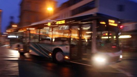 In einem Linienbus von Braunschweig nach Wolfenbüttel kam es zu einem Zwischenfall ( Symbolbild).
