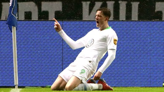 Wout Weghorst schießt Wolfsburg zum Sieg.