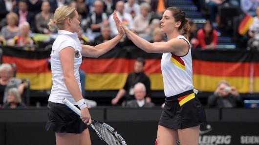 Anna-Lena Grönefeld (links) und Andrea Petkovic sind am Wochenende beim Fed Cup in Braunschweig mit dabei (Archivbild).
