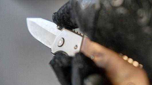 In Braunschweig hat ein Mann seinen Betreuer mit einem Messer bedroht (Symbolbild).