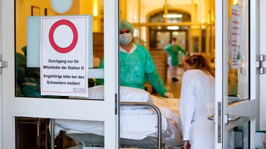 Im Kreis Hildesheim ist ein Mensch an Masern gestorben. (Symbolbild)