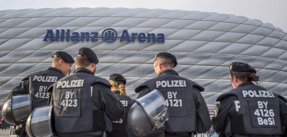 Rund um die Allianz Arena in München blieb es beim Spiel gegen Wolfsburg ruhig. Nicht so in der Innenstadt (Archivbild).