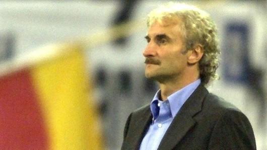2003 hatte der damalige DFB-Teamchef Rudi Völler eine verbale Auseinandersetzung mit Ex-Nationalspieler Mario Basler. Foto (Archiv): Stefan Hesse