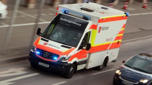 Hartes Deutschland: Ein Rettungsswagen im Einsatz. (Symbolbild)