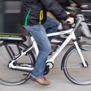 In Salzgitter hat ein E-Bike-Fahrer einen Jungen angefahren und ist geflüchtet (Symbolbild).
