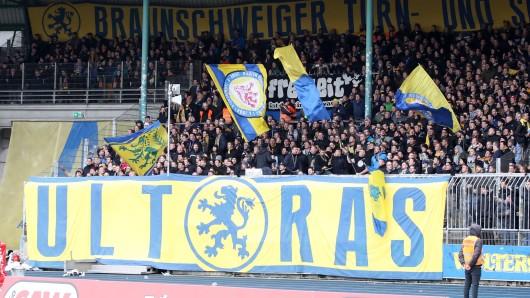 Die Ultras von Eintracht Braunschweig erhoffen sich vom Blockwechsel langfristig bessere Stimmung (Archivbild).