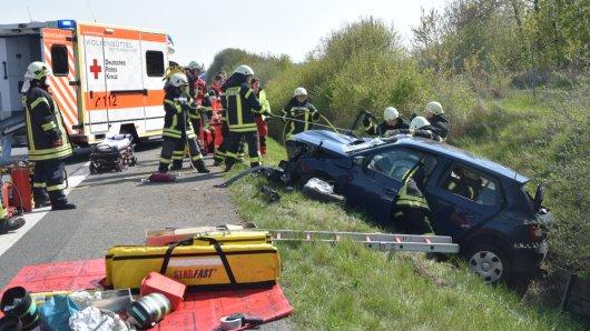 Die Rettungskräfte wurden am Donnerstag auf die A36 gerufen. Dieses Auto hatte sich bei Flöthe überschlagen.