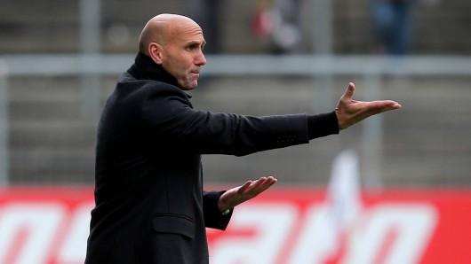 Eintracht Braunschweig-Trainer André Schubert während des Spiels beim VfR Aalen.