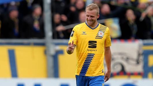 Philipp Hofmann jubelt nach dem Tor zum 3:0.
