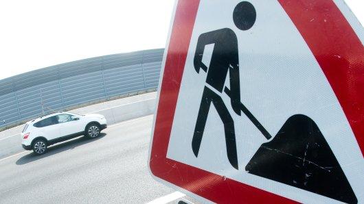 Am A2-Autobahnkreuz Wolfsburg-Königslutter starten am Montagvormittag Bauarbeiten. (Symbolbild)