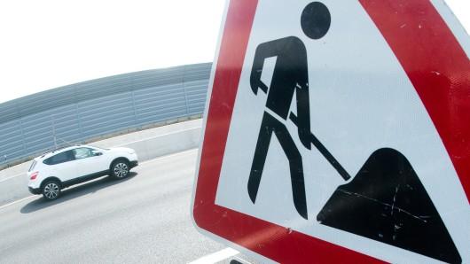 Ein Streckenabschnitt der A 39 zwischen Wolfsburg und Braunschweig wird von Freitag auf Samstag wegen Bauarbeiten gesperrt. (Symbolbild)